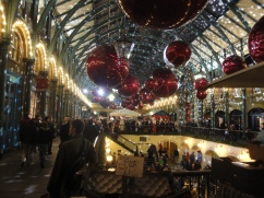 Covent_Garden_Market_Christmas_decorations