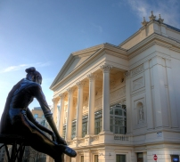Royal_Opera_House_and_ballerina